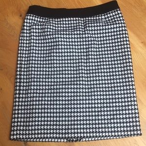 Basler Houndstooth Lined Skirt. Size 46